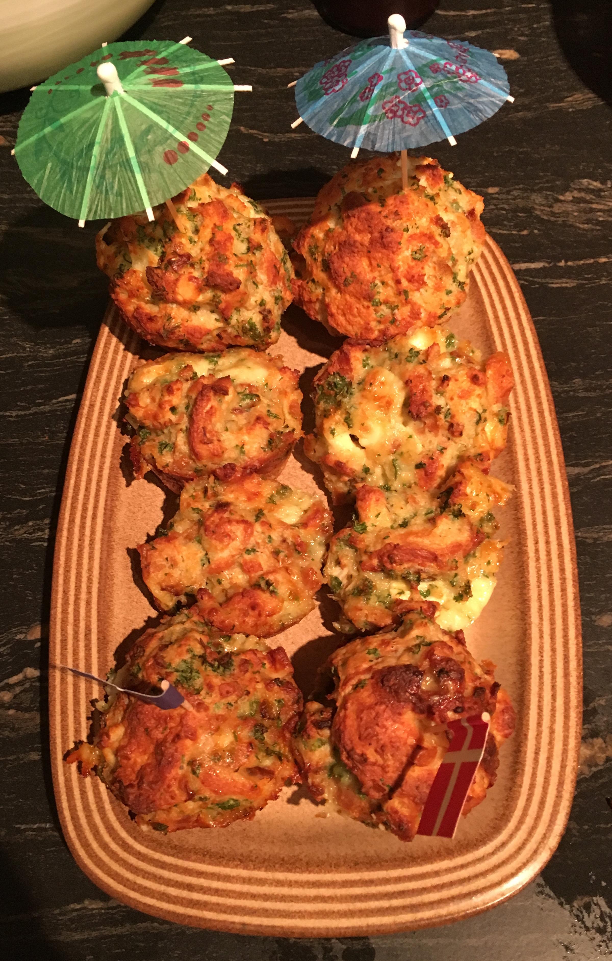 8 Muffins auf einer Platte